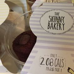 🇬🇧 good morning guys, yesterday  while I was working on my socials pages, I had a privilege to taste the amazing, delicious, skinny cakes , energy balls, ginger bread and flapjacks @skinnybakery made with tofu, sweet potato,yogurt. To be honest , this was the best skinny cakes take I have eating. They do a Uk and Ireland deliver. Don't miss out. Make your order . It's a guilty free for your weekend. Happy Saturday . . . 🇧🇷 bom dia gente, como falei no post anterior, ontem eu passei a…