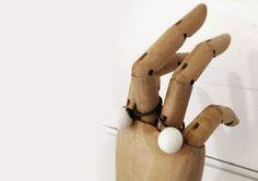 Joyas de autor de porcelana y textil.