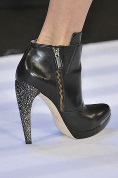 Hervé Léger by Max Azria at New York Fall 2014 (Details)