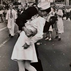 US Navy <3   My husband was on a US Submarine for 5 years. Great homecoming picture :)