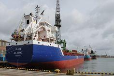 Containership Clara Photo: J. Staluszka