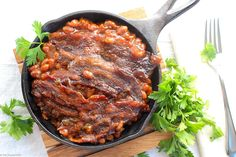 These Brown Sugar and Bacon Baked Beans are the perfect blend of sweet, savory and smoky! Topped with bacon, they're always a hit, and are SO easy to make! Easy Baked Beans, Baked Beans With Bacon, Potluck Recipes, Side Dish Recipes, Side Dishes, Drink Recipes, Cooking 101, Cooking Recipes, Blue Cheese Burgers