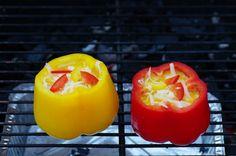 Fylt paprika på grillen aka paprikaomelett Stuffed Peppers, Vegetables, Food, Omelette, Red Peppers, Crickets, Stuffed Pepper, Veggies, Essen