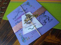 Tarjeta de invitación Alicia Enel país de las Maravillas Gin, Favors, Gift Wrapping, Books, Wonderland, Invitation Cards, Invitations, Parties, Paper Wrapping