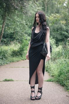 Dark fashion & all black everything street style outfits. Edgy Outfits, Fashion Outfits, Womens Fashion, Fashion Trends, Skirt Outfits, Dark Fashion, Minimalist Fashion, Asymmetrical Skirt, Rick Owens