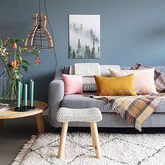 Fantastische styling @lisannevanderklift ⠀ #sofa #styling #sofacompanynl #danishdesign #interior ⠀