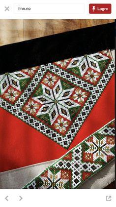 Bilderesultat for sunnhordlandsbunad brystduk Hardanger Embroidery, Beaded Embroidery, Embroidery Stitches, Embroidery Patterns, Hand Embroidery, Modern Embroidery, Peyote Patterns, Cross Stitch Patterns, Palestinian Embroidery