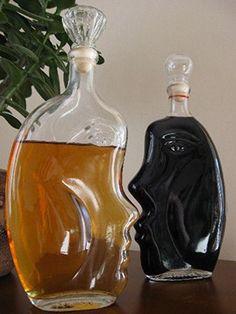 Spiced Honey Vodka   Nalewka krupnik (in Polish) - A traditional Polish spirit served hot or cold. Polish Recipes, Polish Food, Wine Drinks, Alcoholic Drinks, Christmas Holidays, Christmas Recipes, Cordial, Wine Decanter, Spices