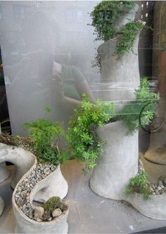 Wouldn't these plant sculptures make a whimsical addition to any home?  I think so.  (Then again, I'm also in a nesting frenzy, and all I want to do is clean, decorate, bake, and decorate some more…) housemartin spotted these pretty potted darlings at Ovando on a walk through New York's West Village.   However, I …