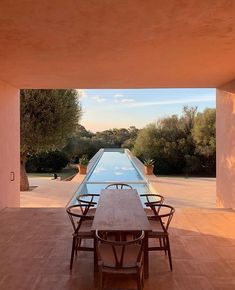 Neuendorf House Designed by Locateded in Mallorca Spain. Photo by Neuendorf House Designed by Locateded in Mallorca Spain. Photo by . 𝙁𝙤𝙧 𝙢𝙤𝙧𝙚 𝙛𝙤𝙡𝙡𝙤𝙬 . Patio Interior, Interior Exterior, Exterior Design, Outdoor Spaces, Outdoor Living, Outdoor Decor, Outdoor Tables, John Pawson Architect, Minimalism Living