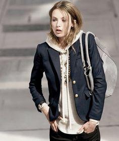 sweatshirt+necklace+blazer= casual but chic!