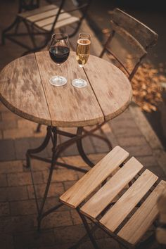 A stylish taste of Bartinney wine farm in the heart of Stellenbosch, offering a boutique selection of wine, bubbly and Champagne.