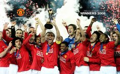 The Manchester United squad pose with the FIFA World Club Cup after the FIFA World Club Cup Final match between LDU Quito and Manchester United at Yokohama International Stadium on December 21 Get premium, high resolution news photos at Getty Images Manchester United Club, Newcastle United Fc, Manchester United Football, World Cup Champions, Club World Cup, Premier League Champions, Everton Fc, Retro Football