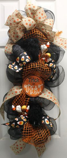 Trick or Treat Halloween Mesh Wreath @southernchicbyle