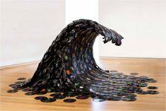 Soudwave , une vague sculptée dans de vieux vinyls par l& Jean Shin. Music Waves, Sound Waves, Land Art, Vinyl Record Projects, Art Projects, Old Vinyl Records, Records Diy, Record Art, First Art