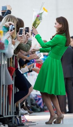 Catherine, Duchess of Cambridge meets well wishers as she visits the National Portrait Gallery on April 2014 in Canberra, Australia. The Duke and Duchess of Cambridge are on a three-week tour of. Catherine Walker, Prince William And Catherine, William Kate, Duchess Kate, Duke And Duchess, Duchess Of Cambridge, Princess Kate, Princess Charlotte, Princesa Real