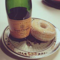 Donuts & Champagne instagram New blog post INSTAGRAM  carmelkarmablog.w...  #austria #blogger #dailydose #expatblogger #styleblog #vienna
