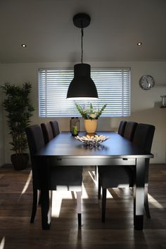 Jaloezie Hout 50mm Nature sfeerimpressie woonkamer | Raamdecoratie ...
