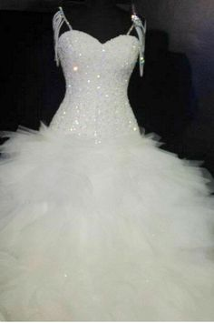 reminds me of the dress from a show of my big fat american gypsie wedding, still beautiful thoe.