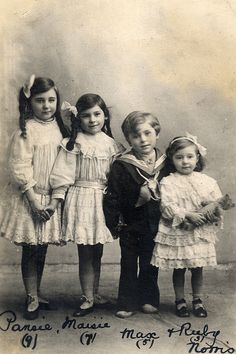 4 siblings named [from left] Pansie (aged 9), Maisie (aged 7), Max (aged 5) and Ruby (aged 3) Norris. No date is available so I'll make a guess of late 1910s/early 1920s.
