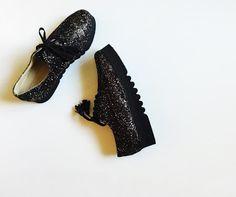 pantofi cu siret marimi disponibile: 35-40 pret: 270 RON pt comenzi: incaltamintedinpiele@gmail.com Shoes, Fashion, Moda, Zapatos, Shoes Outlet, Fashion Styles, Shoe, Footwear, Fashion Illustrations