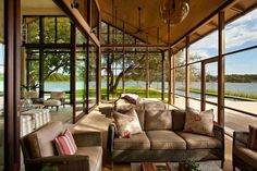 Soak in the sunlight all year round with the top 60 best sunroom ideas. Explore bright glassed-in solarium designs from modern to traditional for your home. Modern Front Porches, Front Porch Design, Screened In Porch, Porch Designs, Modern Patio, Lakefront Property, Lakefront Homes, Veranda Design, Haus Am See
