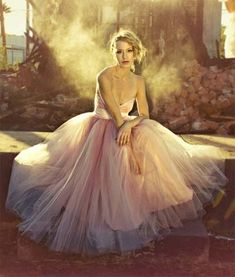 Pink tulle wedding dresses are said to be very romantic. A bride wearing a pink tulle wedding dress will emerge a romantic sense for anyone looking at her. Elie Saab, Bridal Gowns, Wedding Gowns, Bridal Shoot, Wedding Attire, Perfect Wedding, Dream Wedding, Pink Tulle, Perfect Pink