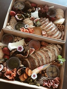 Charcuterie Gift Box, Charcuterie Platter, Charcuterie And Cheese Board, Antipasto Plate, Party Food Platters, Cheese Platters, Brunch, Graze Box, Picnic Box