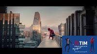 Nel nuovo spot ti TIM Smart il fantastico youtuber Just Some Motion viene affiancato da Spider Man! In sottofondo il neo swiing di  Parov Stelar viene interpretato dalla voce di Mina