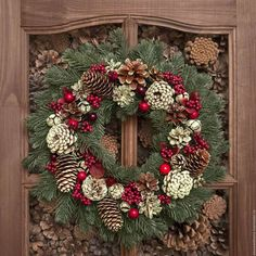 Венки из шишек 300 фото Handmade Christmas Decorations, Christmas Centerpieces, Rustic Christmas, Christmas Home, Christmas Wreaths, Christmas Crafts, Christmas Ornaments, Holiday Decor, Pine Cone Crafts