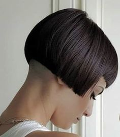 Graduated Bob Haircuts, Stacked Bob Hairstyles, Short Bob Haircuts, Brown Hair Inspiration, Wedding Hair Inspiration, Bob Haircut With Bangs, Short Hair With Bangs, Hair Bangs, Medium Brunette Hair
