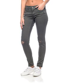 The Tessa Skinny Jeans are more than just cute, they are also comfortable and affordable. A unique cotton-spandex construction ensures the lifespan of the denim but also provides an ultra flattering fit. The distressed earthy green twill of Empyre's Tessa