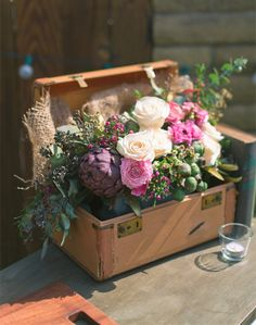 vintage rustic flower decorations for fall wedding ideas #weddingflowers #elegantweddinginvites