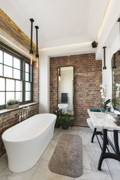 39 Modern Apartment Design Ideas With Industrial Style To Try Asap - Sleek, modern and minimalist. Whilst the industrial look is best suited to converted industrial buildings such as warehouses and loft style apartments. Industrial Bathroom Design, Industrial Apartment, Industrial Interior Design, Industrial House, Bathroom Interior Design, Industrial Style, Loft Style Apartments, Apartments For Sale, Loft Style Homes