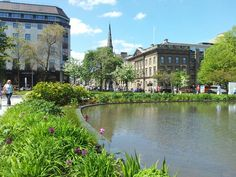 St Andrew Square is a peaceful escape from shopping and a pleasant walk between Multrees Walk and George Street. Edinburgh Scotland, Scotland Travel, Castle On The Hill, St Andrews, Live In The Now, Capital City, East Coast, Old Town, Places To Go