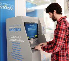 Caixa eletrônico de histórias.  Ação do Banrisul, distribiu e recebe poemas e poesias através de um caixa eletrônico de histórias na Feira do Livro de Porto Alegre.