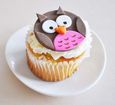 Owl Fondant Cupcake Toppers for Birthday Parties por TwoSugarBabies