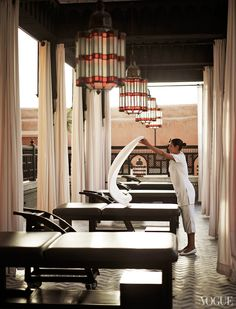 Enjoy your stay and discover all we have to offer at La Mamounia in Marrakech, Morocco from The Leading Hotels of the World. Massage Room Design, Massage Therapy Rooms, Spa Interior, Marrakesh, Marrakech Morocco, Spa Rooms, Outdoor Spa, Spa Design, Design Ideas