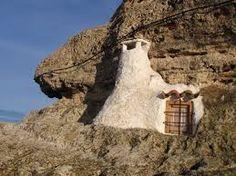 Chimenea encalada en hinchilla, barrio de Las Cuevas.