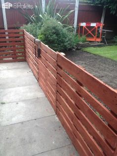 Easy Pallet Fence Patio Surround DIY Pallet ProjectsOther Pallet ProjectsPallet Fences