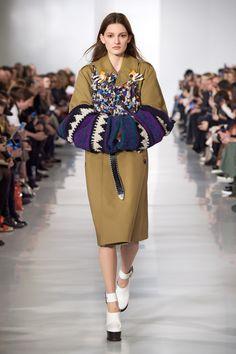 Découvrez la Haute Couture, le prêt-à-porter, les accessoires, les parfums et la joaillerie. M. John Galliano est le directeur artistique de Maison Margiela