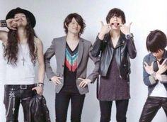 [Champagne]2013/6/26 4th Album「Me No Do Karate.」ジャケ写 Karate, Album, Coat, Fashion, Rural Area, Moda, Sewing Coat, Fashion Styles, Peacoats