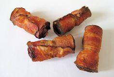 Borrelvinkje / Een verrassend borrelhapje dat zowel warm als koud gegeten kan worden. Het bestaat uit een plakje katenspek dat is gevuld met lekker gekruid halfomhalf gehakt waaraan kaas is toegevoegd. De hapjes worden gefrituurd.
