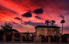 For gay travellers visiting Los Angeles www.gaytraveladvice.com recommends: The Abbey Food and Bar