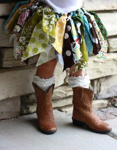 I would love to make this for my daughter, diggin' her boot n sockees too.