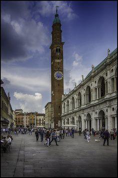 ITALIA - VICENZA (1994). Situada en la región del Véneto es una muestra de las  construcciones urbanas de Andrea Palladio  #Vicenza