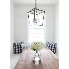 Perfect Modern Farmhouse Dining Room Design Ideas - Home Decor Ideas Modern Farmhouse Lighting, Modern Farmhouse Style, Farmhouse Chandelier, Modern Lighting, Farmhouse Dining Room Lighting, Industrial Lighting, Shiplap Paneling, Planked Walls, Wall Panelling