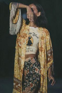 70s Inspired Fashion, 70s Fashion, Look Fashion, Fashion Outfits, Fashion Design, 70s Hippie Fashion, Bohemian Fashion, Fashion Clothes, Hippie Rock