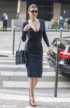 Miranda Kerr popped in a blue maxi dress and a black structured Louis Vuitton purse in Paris. : Miranda Kerr displayed her sexier side in a cleavage-revealing black top during a Parisian outing. Miranda Kerr Outfits, Estilo Miranda Kerr, Miranda Kerr Street Style, Miranda Kerr Young, Miranda Kerr Body, Miranda Kerr Dress, Miranda Kerr Bikini, First Date Outfits, Cool Outfits