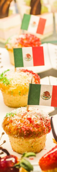Riu Palace Mexico - Cinco de Mayo - Mexican Flag - Mexican Cupcakes - sweet table